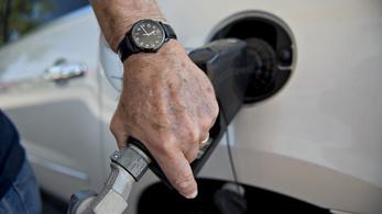 Tovább nyílik az olló a benzin és a gázolaj között