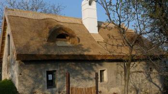 Eladó egy ősöreg kőház, irodalmi kötődéssel
