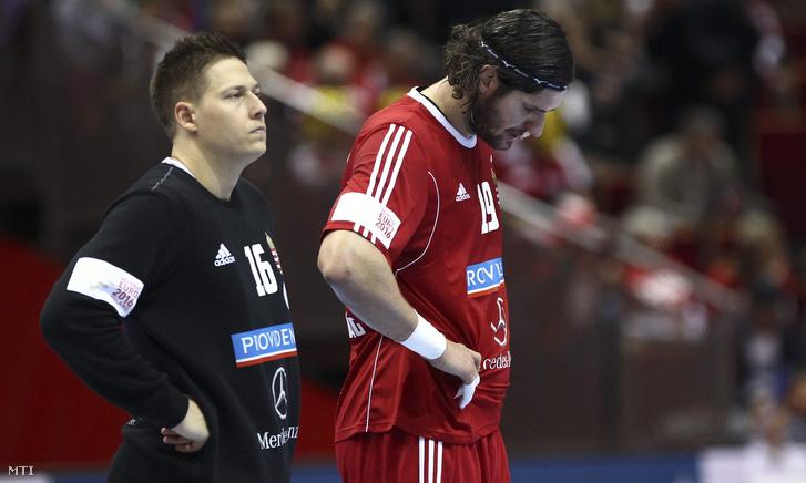 Mikler Roland kapus és Nagy László a férfi kézilabda Európa-bajnokság D csoportjában játszott Oroszország - Magyarország mérkőzés végén Gdanskban az Ergo Arénában 2016. január 18-án.
