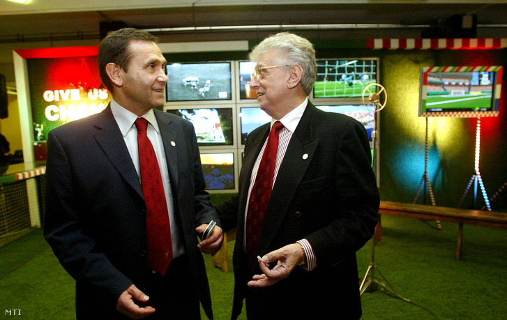 Gyárfás Tamás, az Európa-bajnokságot előkészítő szervezőbizottság magyar elnöke és Bodnár György, a Szaknévsorral és a labdarúgó-mérkőzések televíziós jogainak eladásával foglalkozó üzletember részt vesz az Euro 2012 pályázatot előkészítő bizottság budapesti sajtótájékoztatóján,2006. március 22-én