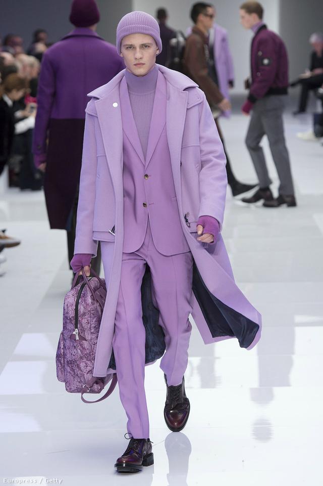Tetőtől-talpig lilába öltöznek a pasik a Versace szerint.