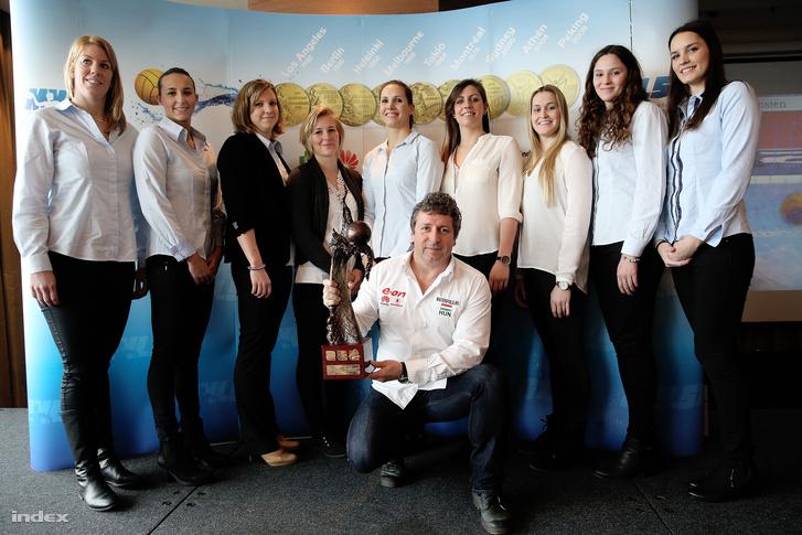 Az aranyérmes női csapat