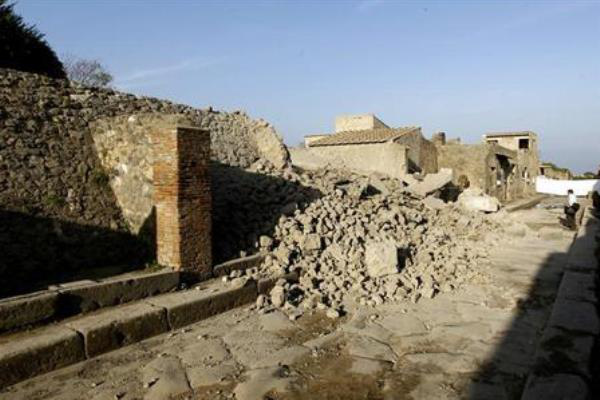 Leomlott fal Pompeji-ben