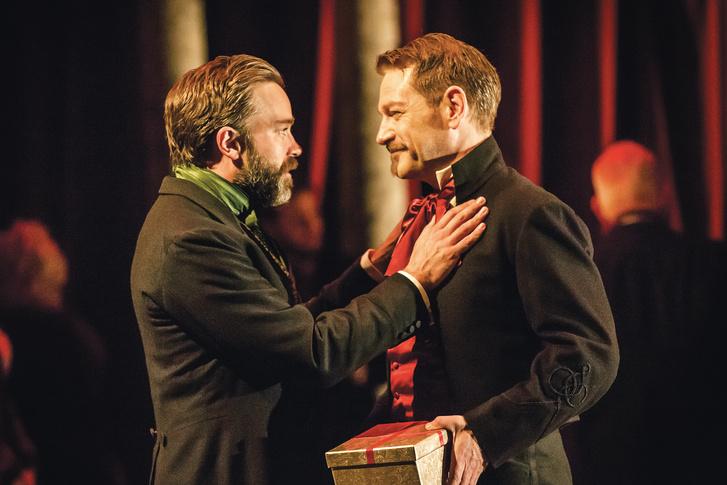 Kenneth Branagh (jobbra) a Téli rege c. előadásban