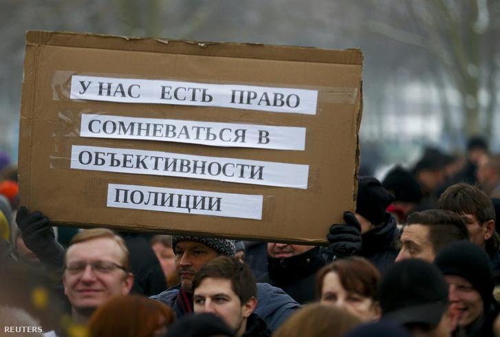 """Orosz tüntetés Berlinben: """"Jogunk van kételkedni a rendőrség objektivitásában""""."""