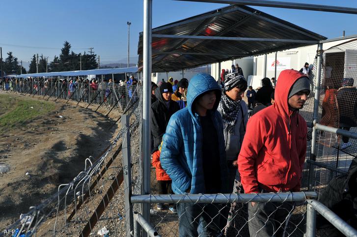Egyszer nyitva, egyszer zárja a macedón-görög határ