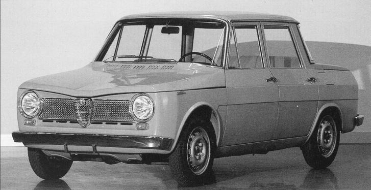 Ha valaki egyszerre látja bele a Giuliát és a Renault R8-ast, nem téved