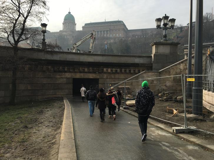 A Clark Ádám téri gyalogos-aluljáró soha nem látott forgalmat bonyolít