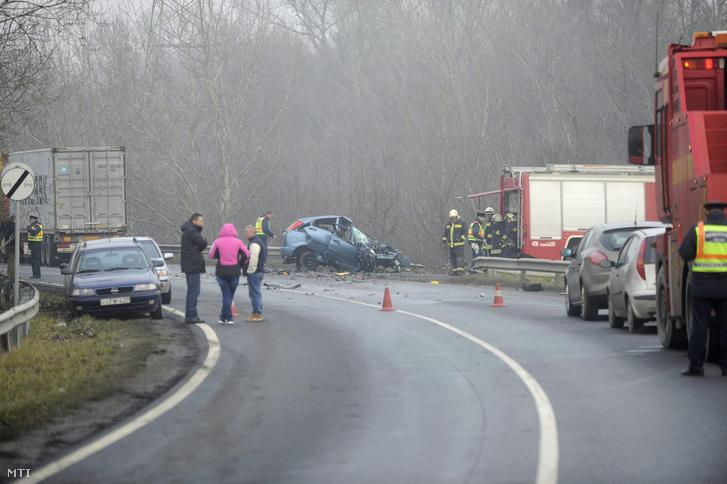Halálos baleset történt a 6-os úton, Nagytéténynél.