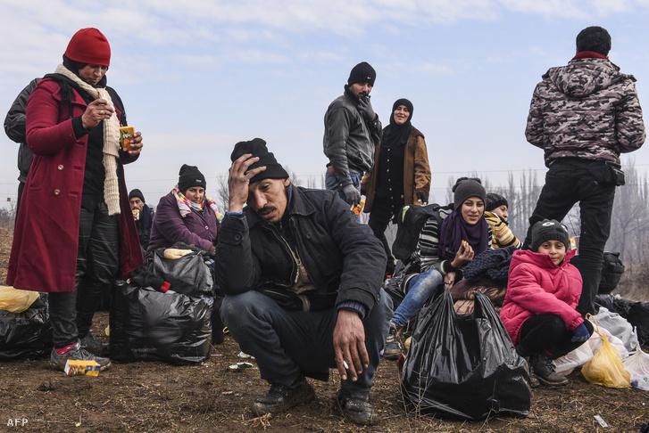 Németországba tartó menekültek a szerb határon 2016. januárjában