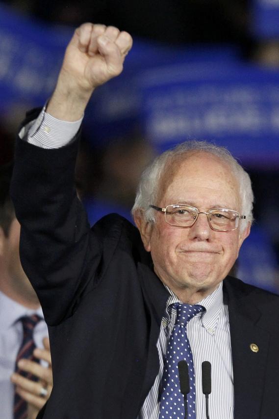 Kérdés, hogyan reagálnak a szűk vereségre Bernie Sanders táborában. A CNN szerint a Sanders-kampányból többen elkeseredésükben azt akarják, hogy az Iowai Demokrata Párt hozza nyilvánosságra a leadott szavazatok számát is. A republikánusokkal ellentétben ugyanis ezt a demokraták Iowában nem teszik meg – egy ilyen szoros eredménynél pedig könnyen lehet, hogy hiába Clinton végez az első helyen a helyi delegáltakat tekintve, valójában Bernie Sanders szerzett több szavazatot.