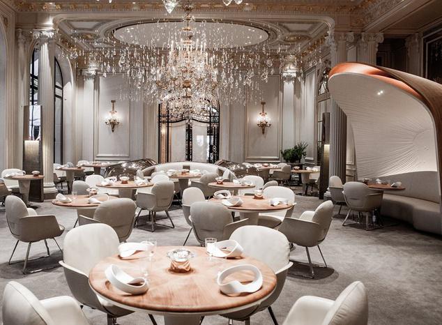 Az egyik 3 Michelin-csillaggal jutalmazott párizsi hotel étterme