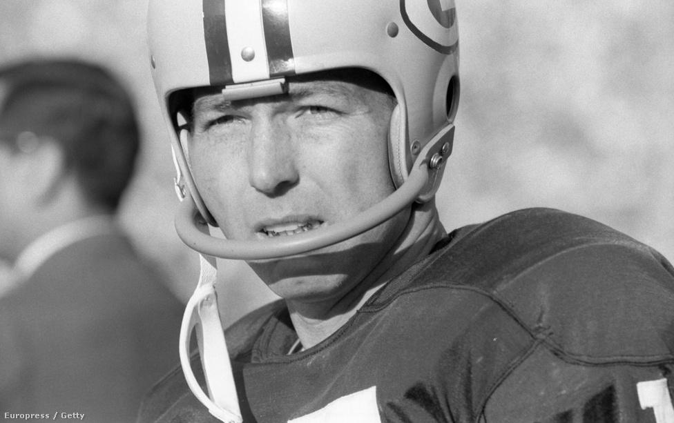 Bart Starrnál, a Packers irányítójánál nem nagyon volt nagyobb kaliberű amerikaifutball-játékos a 60-as években. Starr vezetésével a Packers ötször lett NFL-bajnok 1961 és 1967 között, vele nyerték meg az első két Super Bowlt, ráadásul mindkét mérkőzésen Starrt választották a mérkőzés legértékesebb játékosának. Amellett, hogy később bekerült a Hírességek Csarnokába és a Packers visszavonultatta a 15-ös mezszámát, az NFL-ben külön díjat is elneveztek róla: a Bart Starr-díjat minden évben egy, a viselkedésével példát mutató játékos kapja.