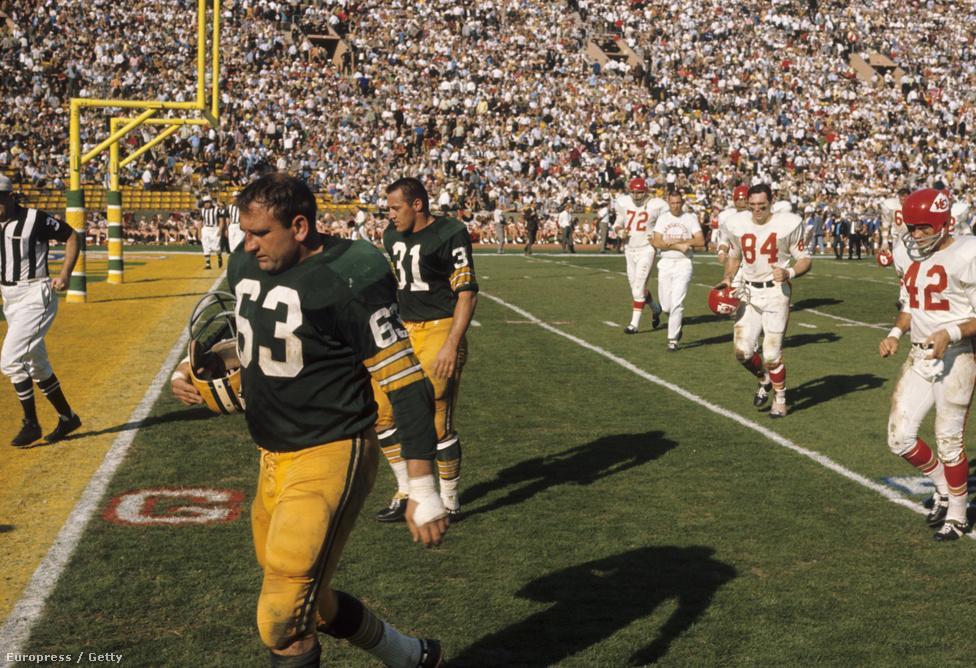 """A meccset 35-10-re megnyerő Packers elég udvariasan, és még annál is visszafogottabban reagált a győzelemre. Úgy tekintettek a sikerre, mint a teljesített elvárásra, hiszen az erősebb NFL verte a gyengébb AFL-t. Pezsgőzés sem volt az öltözőben, és nagy odamondogatások sem. """"A Packers játékosai kezdték a legyőzésünket az első félidőben, aztán a Packers mítosza fejezte azt be a másodikban"""" – vélte a Chiefs védője, Jerry Mays, míg a győztes edző, Vince Lombardi még chiefses kollégája, Hank Stram fiának is a vesztes edzőt méltatta. A másnapi újságokban viszont már az jelent meg, ahogy Lombardi az NFL erejét és az AFL alárendeltségét igazolta győzelmével."""