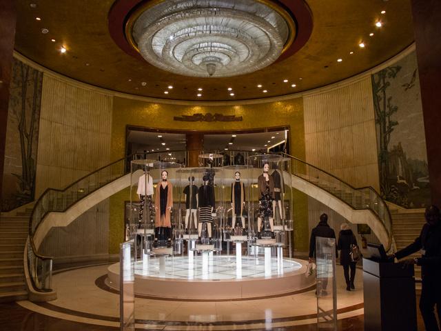 Ilyen egy menő Zara bejárata a Dóm környékén.