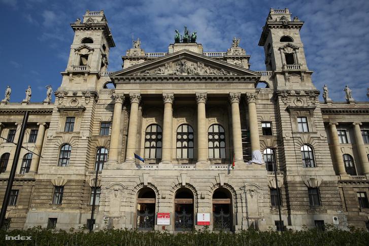 A Néprajzi Múzeum jelenlegi épülete a Kossuth téren
