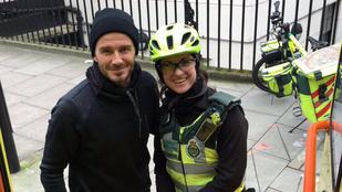 David Beckham kávét vett egy nőnek, és ez jó