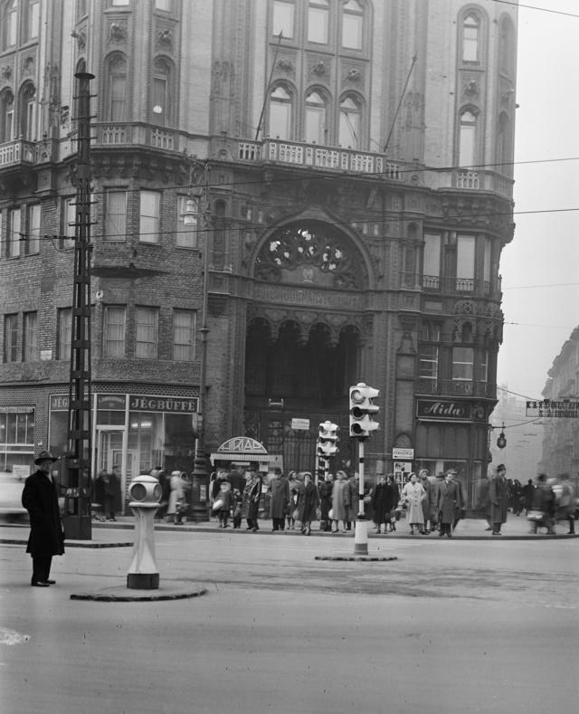 A Párisi Udvar 1960-ban.