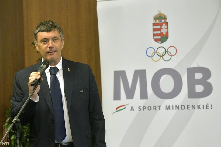Siklós Erik a MOB kommunikációs igazgatója.