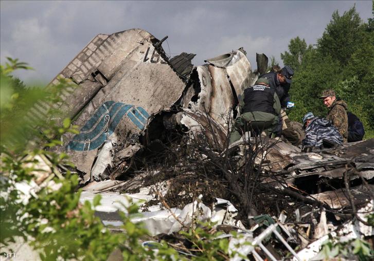 RusAir orosz légitársaság egyik Tu-134-es utasszállító repülőgépének roncsai a karéliai Petrozavodszk közelében.