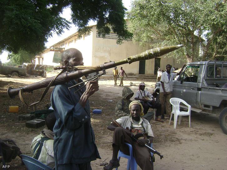 Szomáliai polgárháborús katonák.