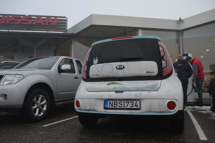 Passauban a Nissan kereskedő boldogan hagyja tölteni a nem Nissanokat
