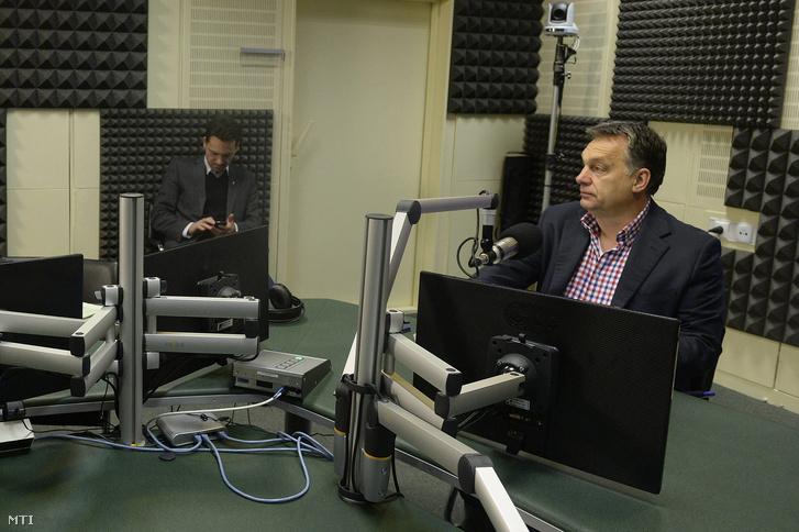 Orbán Viktor a Magyar Rádió stúdiójában ahol interjút ad a Kossuth Rádió 180 perc című műsorában 2016. január 8-án.