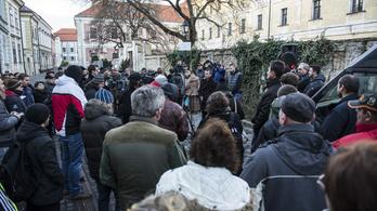 A vörösiszapperben hozott ítélet miatt tüntettek Veszprémben