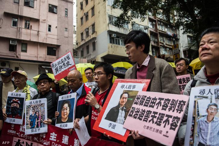 Szimpátiatüntetés Hongkongban az eltűnt könyvesekért