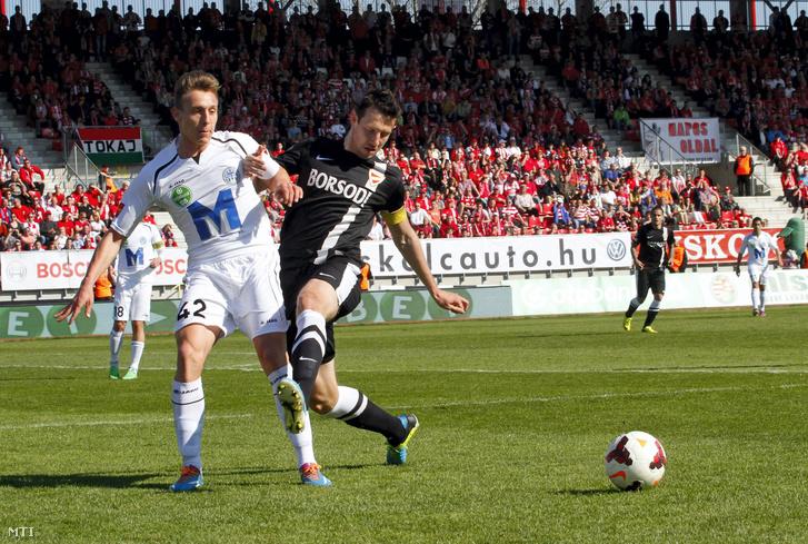 A diósgyőri Elek Ákos és Lorentz Márton a Puskás Akadémia játékosa a labdarúgó OTP Bank Liga 22. fordulójában játszott Diósgyőri VTK-Puskás Akadémia találkozón a miskolci DVTK Stadionban 2014. március 29-én.