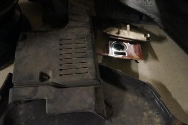 Felső motortakaró-burkolat. Ez is hiányzott.