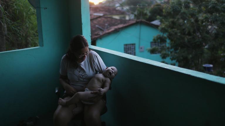 Óvszert vagy szexuális absztinenciát javasolnak a zikavírus miatt