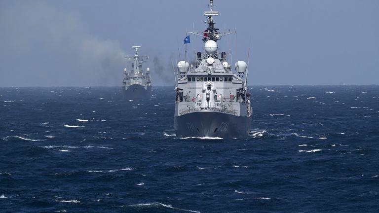 A NATO hajókat küld az embercsempészek ellen