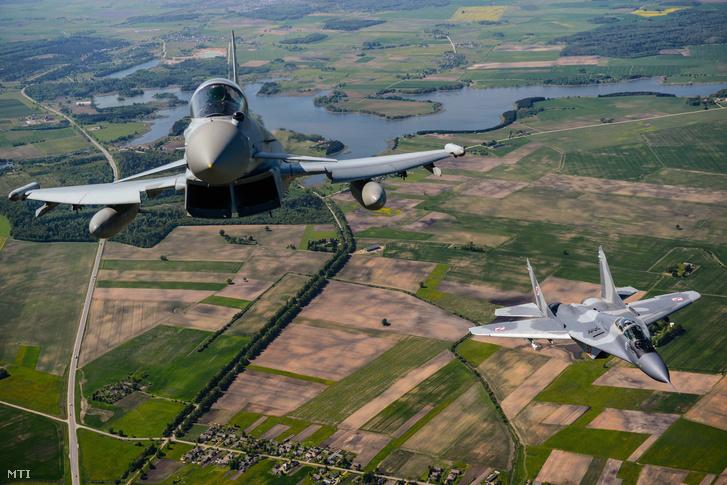 NATO-gépek légtérellenőrzés közben Litvániában.