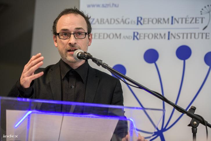 Tóta W. Árpád, a HVG újságírója