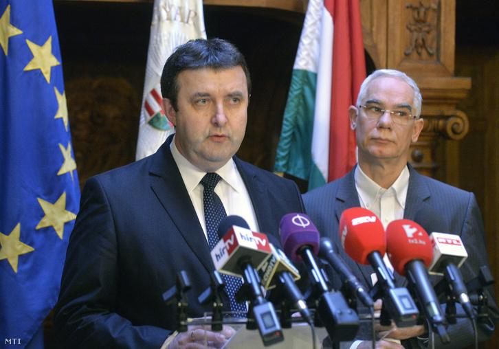 Palkovics László oktatási államtitkár és Balog Zoltán az emberi erőforrások minisztere közösen tartott sajtótájékoztatón 2016. február 6-án.