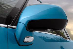 A Citroen és a Peugeot találta meg a legjobb megoldást: nem a borkolaton, hanem talapzaton van az index