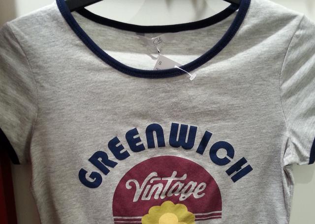 C&A: és csak 1990 forint az értelmetlen feliratos póló.