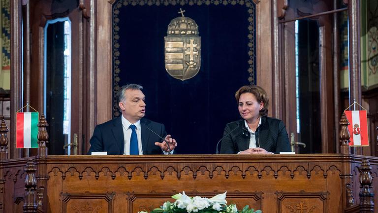 Orbán pénzosztás közben rájött, hogy egy ketrecharcos