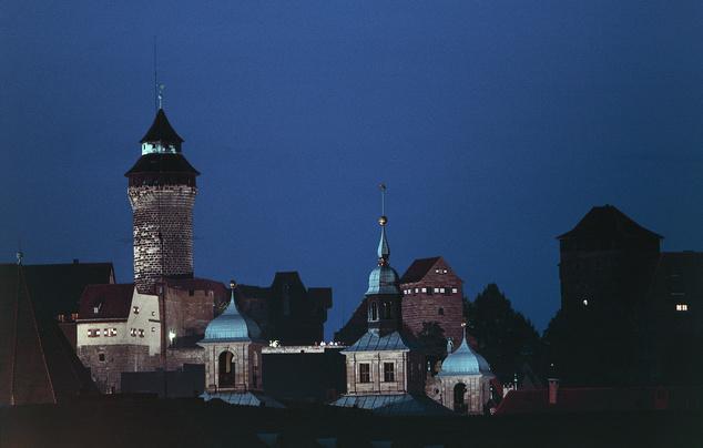 Nürnberg óvárosa és a császári kastély tornya