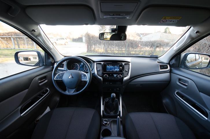 Pickup-szinten személyautós belső