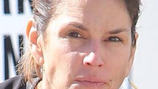 Cindy Crawford mindjárt 50 éves, de nem sminkel