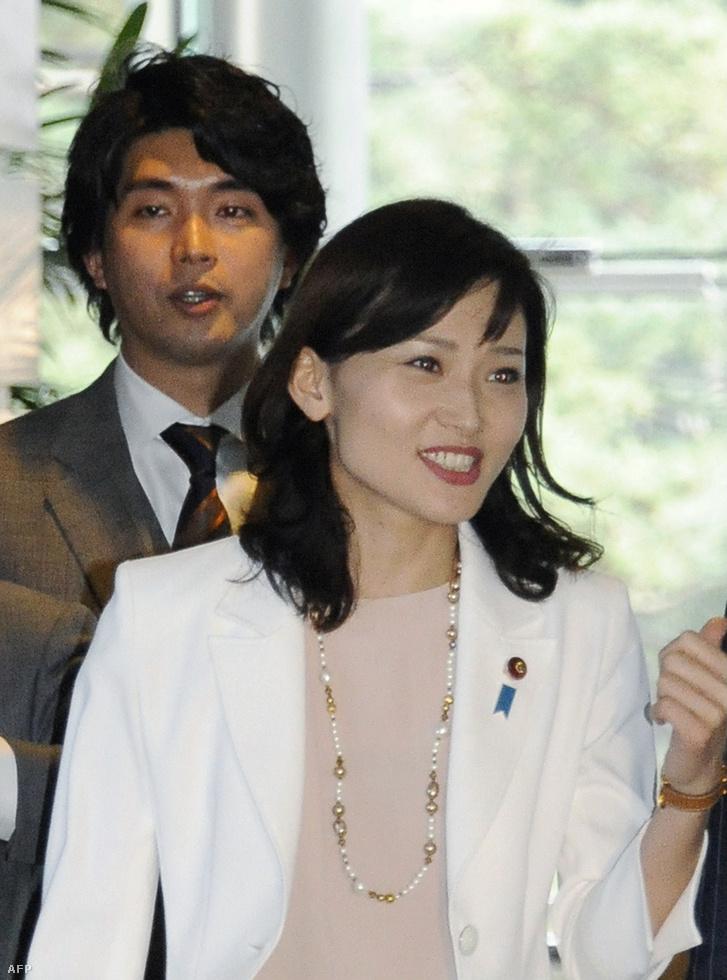 Mijazaki Kenszuke és felesége márciusban