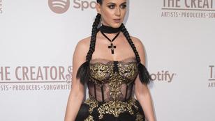 Katy Perry szettjére senki nem volt felkészülve