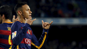 Neymar megcsinálta a megaesernyőt, megúszta a verést is