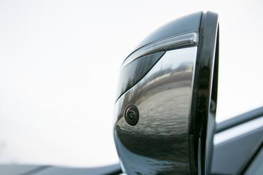 Sok kamera kell a felülnézetes parkolássegédhez