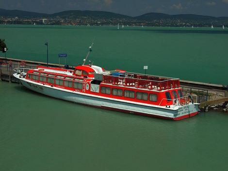 Az 1959-ben épült, 26,5 méter hosszú Akali vízibusz – eredeti nevén Megyer – több mint 50 évet szolgált a Balatonon, nagyrészt menetrendi hajóként közlekedve
