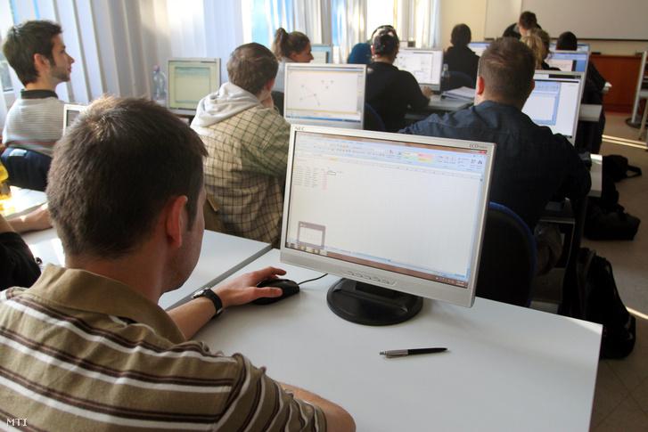 Informatikai képzés a Miskolci Egyetemen.