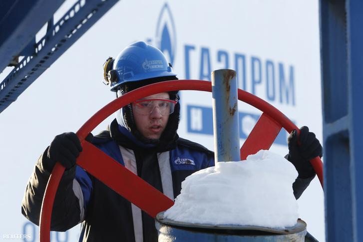 2016-02-01T082815Z 1209771599 D1BESKMJZRAB RTRMADP 3 RUSSIA-OIL