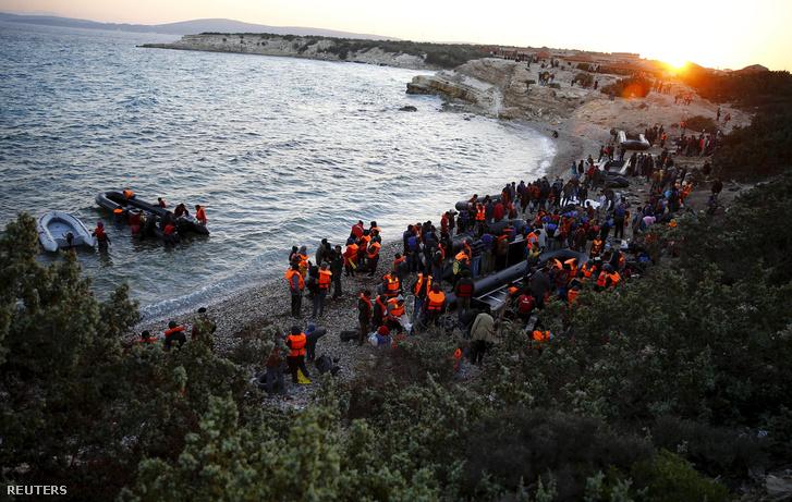Érkező menekültek a görög szigeteken 2016. februárjában.